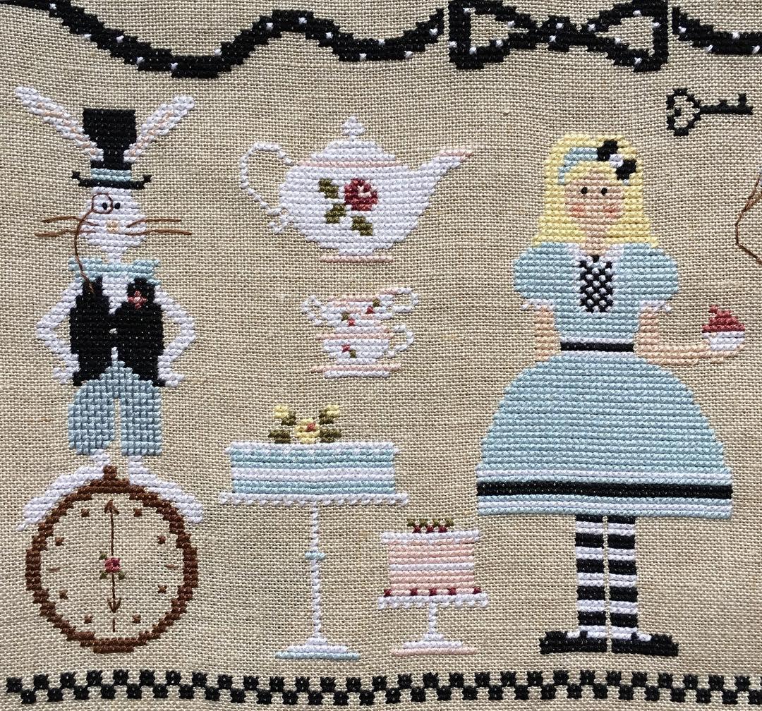 Схема вышивки крестом алиса в стране чудес
